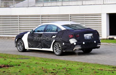 2014 Hyundai Genesis Sedan - Rear 3/4