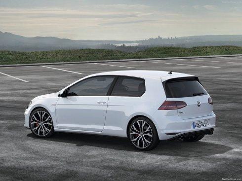 2014 Volkswagen GTI - Rear 3/4